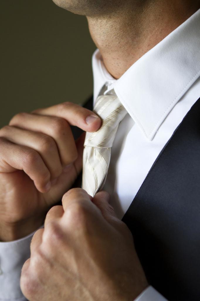 groom-white-tie-wedding-suit