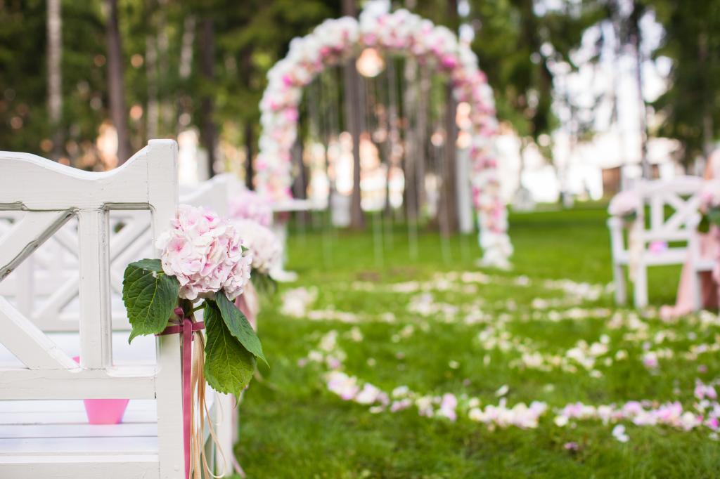 garden-wedding-arch-dress-code