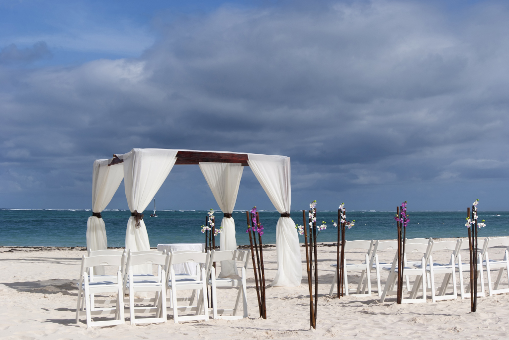 beach-wedding-dress-gloomy-clouds