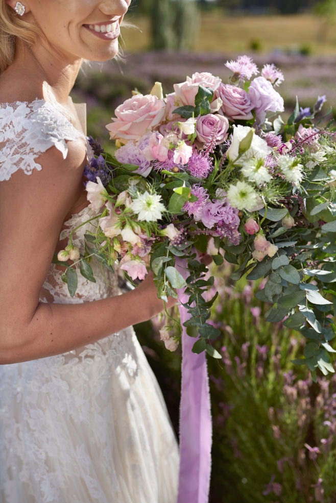 bride-bouquet-purple